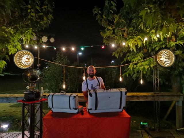 l'esprit guinguette 2.0 avec Léon le DJ, electroswing, swing covers et titres rétro vintage revisités